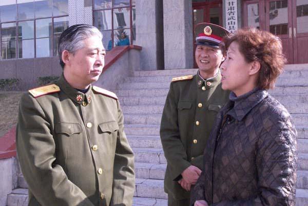 甘肃省军区副政委樊印光在武山县检查指导工作