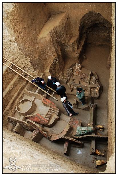 根据评选活动章程,凡2006年1月1日至12月31日在中国各地进行的合法的考古发掘、调查等项目,并于今年2月底前在《中国文物报》公开发表的,均具有参评资格。最终,经过专家评议,3月9日联合推荐了24个项目进入入围名单,涵盖了旧石器时代至明清各个类型的文化遗存。   据介绍,对于评选的标准,考古新发现首先要符合《文物保护法》,项目须经过国家文物局批准发掘。参评内容应该具有历史价值、艺术价值和科学价值,还要在学科里有新内容或对此项目有新的认识。   自1990年以来,十大考古新发现评选活动已连续举办