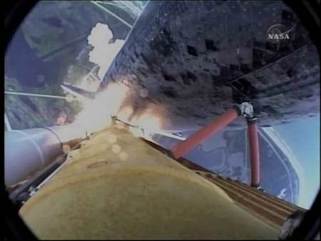 """""""发现""""号航天飞机自带摄像头拍摄画面"""