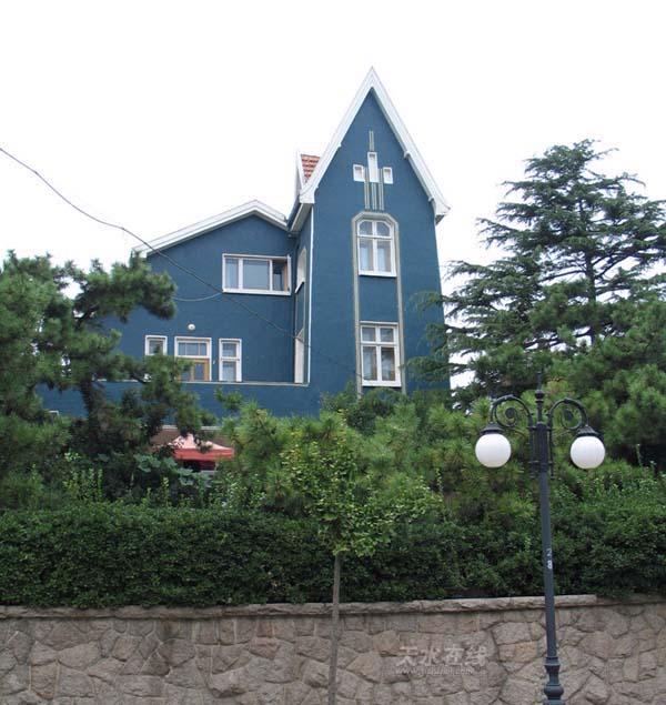 """关公主楼; """"碧海蓝天,红瓦绿树""""的青岛;"""