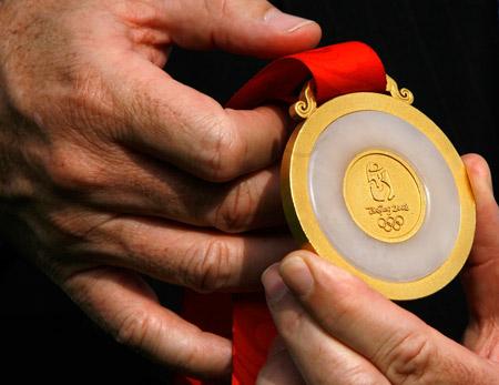 6000枚奥运奖牌今交付 设计出于20平米小屋(图)