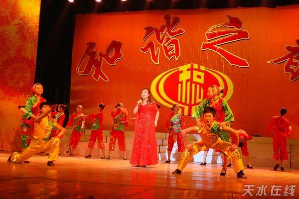 天水市歌舞团表演的歌伴舞《舒心的日子》-天水市国税系统第七届职