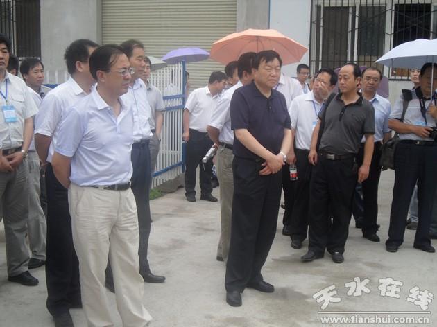 (会议代表视察青岛啤酒宝鸡公司污水提标改造工程)