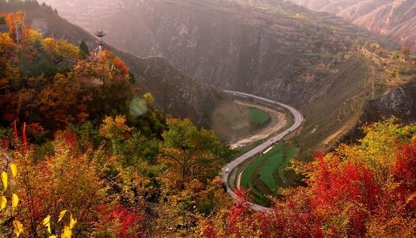 小泉峡谷险山奇景 小华山旅游景区