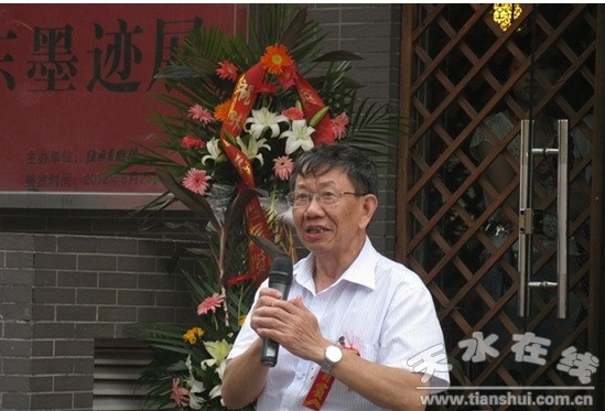 参展书法家张晓东老师致答谢词,主办单位北京东煜经典文化艺术有限