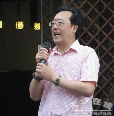 张晓东先生现为中国书法家协会会员,中央国家机关书法家协会主席团
