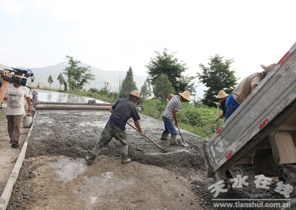 水泥路建设进展顺利