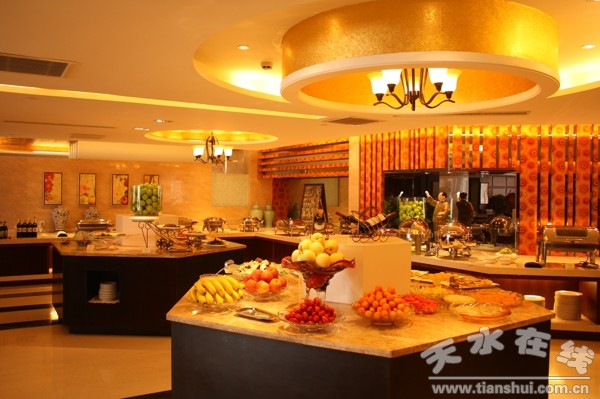 阳光饭店西餐厅推出早中晚自助餐(组图)