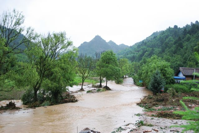 通往和谐园,后川农家乐的道路中断,植物园山庄断水断电,小木屋,景区