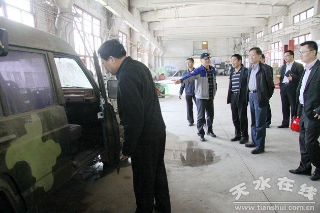 中航工业集团副总经理袁毅东在天水进行投资考察(图)