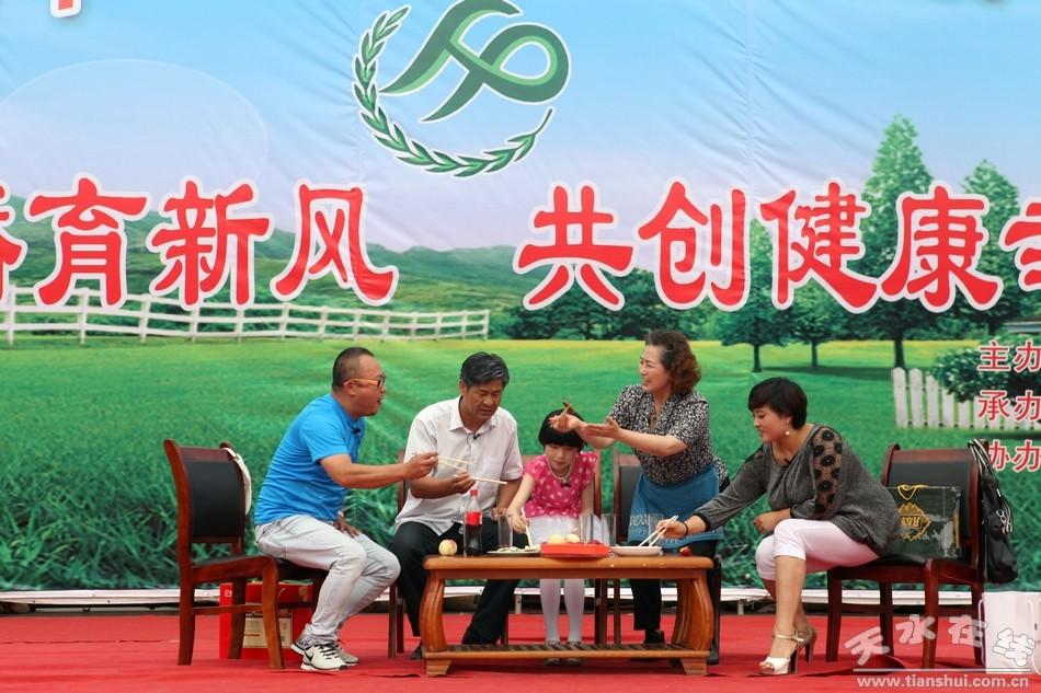 由路社区选送:天水市歌舞团的曹文诚等6人-秦州区举行第25个 世界