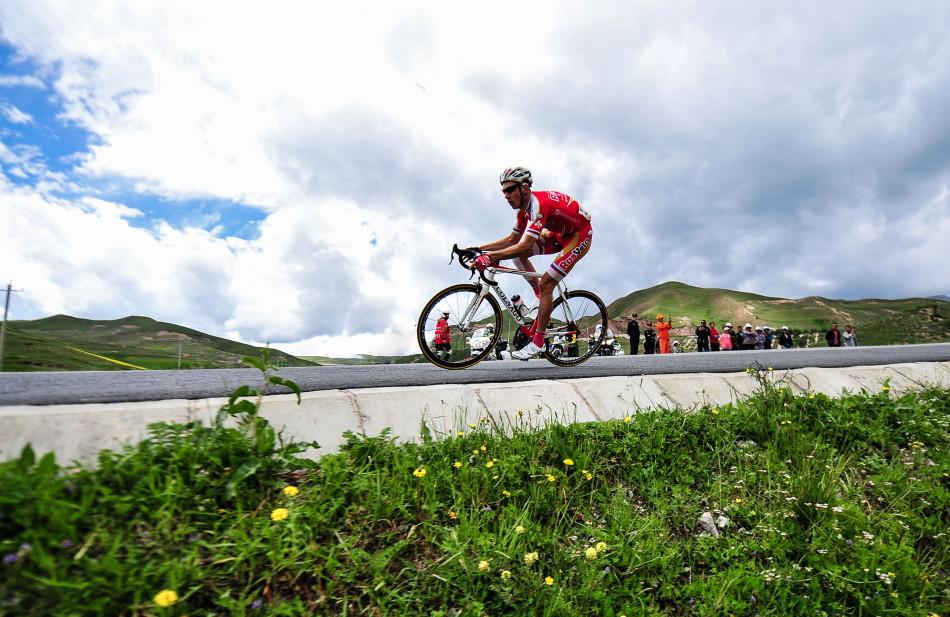 第十三届环青海湖国际公路自行车赛第五赛段掠影(图)