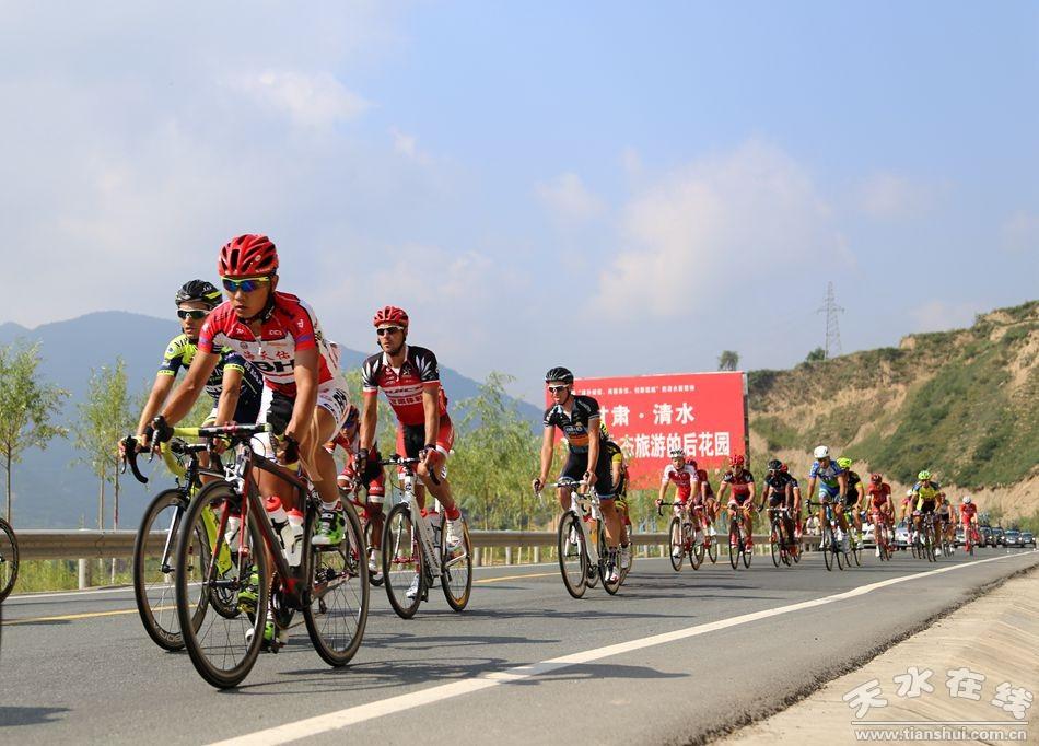 第十三届环青海湖国际公路自行车赛激战清水(图)