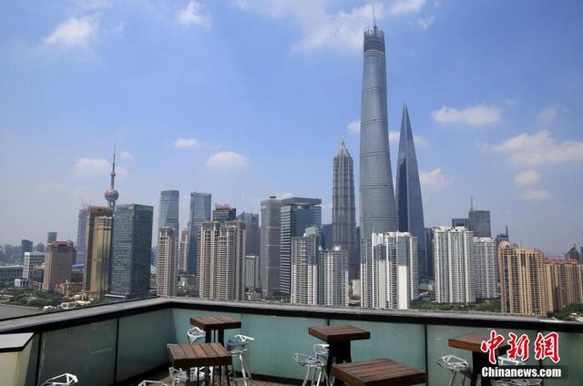 上海在建第一高楼攀顶632米 刷新城市天际线(图)