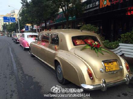 劳斯莱斯婚车队载3箱黄金和现金高清图片