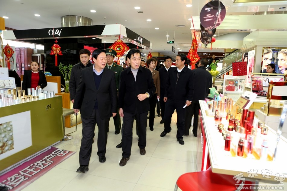 杨维俊检查时要求:确保节日市场供应和安全生