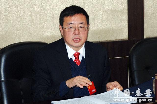 秦安县人大常委会主任郭海军审议政府工作报告