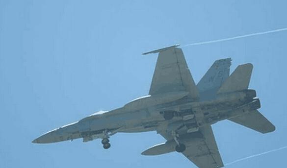 2架美国海军飞机紧急降落台南机场(图)--天水在线