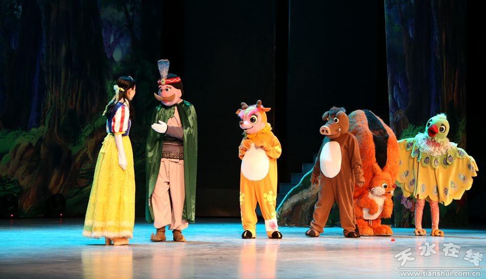大型卡通动漫舞台剧《白雪公主》在清水县演出(图)