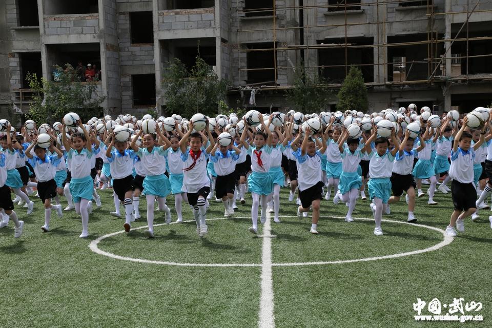 武山县少年儿童欢庆六一儿童节