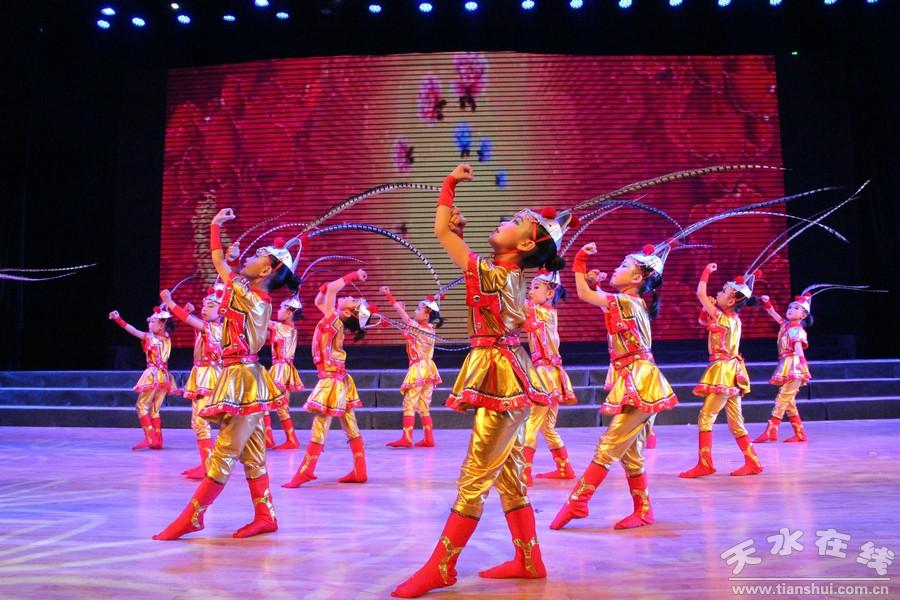 2015年张家川县庆祝六一儿童节文艺晚会举行(图)