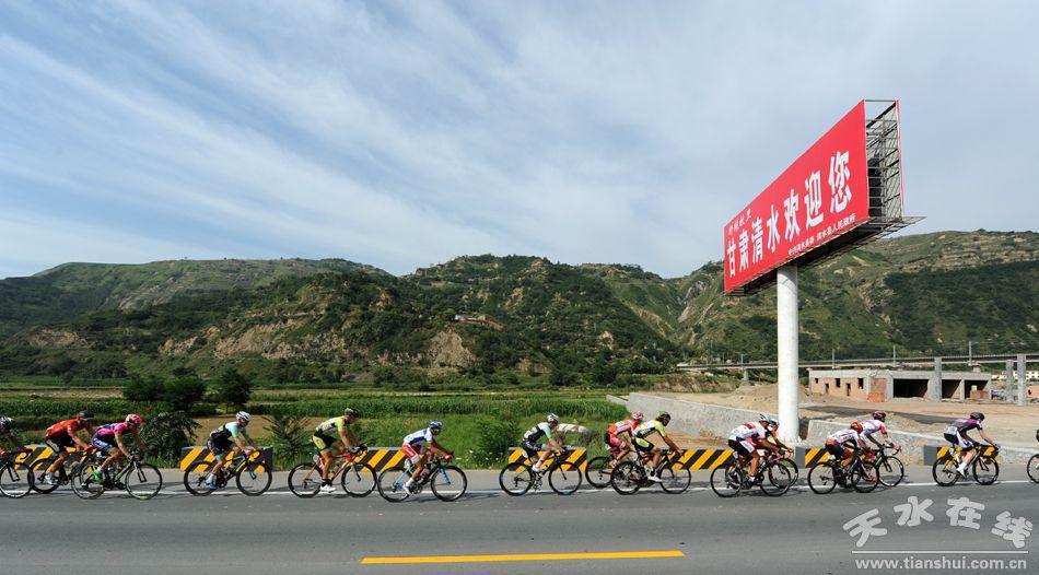 公路自行车赛由国家体育总局,青海,甘肃,宁夏三省区人民政府共同主办