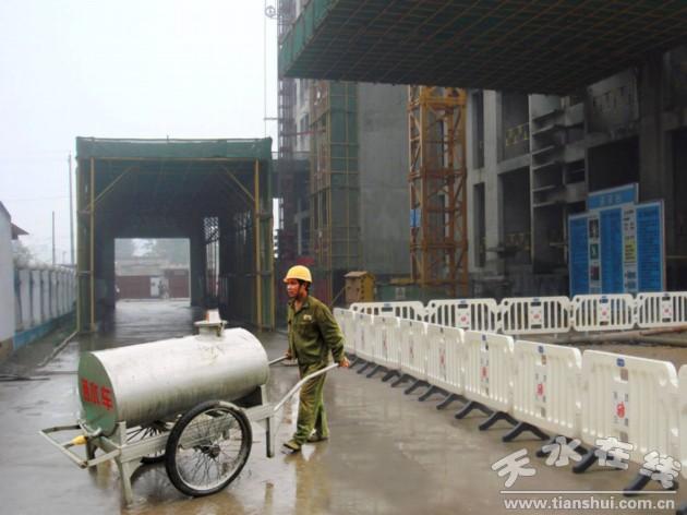 天水市建设局从严整治建筑工地扬尘污染违法行为(图)