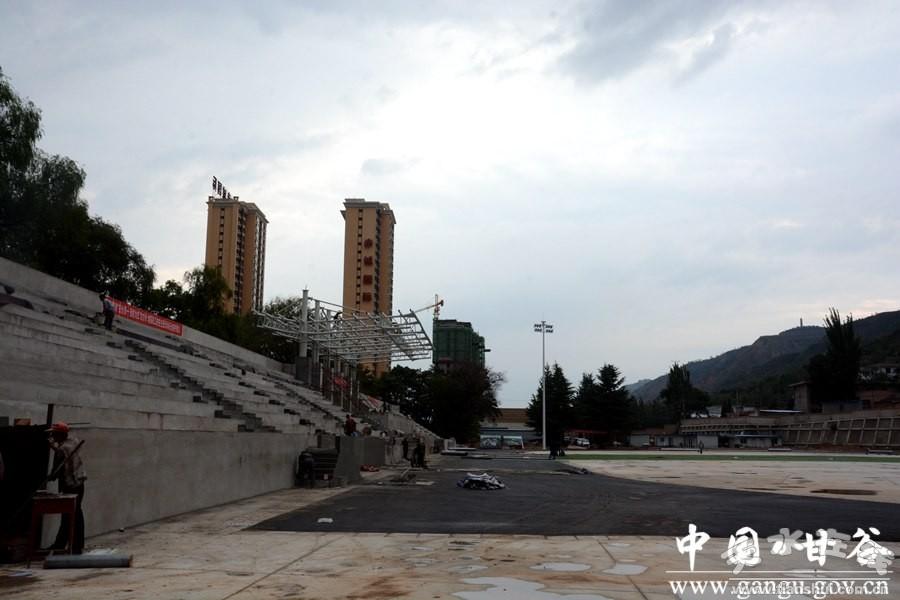 申君明检查指导甘谷一中体育场馆建设情况(图)