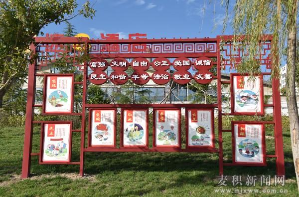 灯笼,扇形,长方形,圆形等多种图文并茂的形式加以诠释,以翠湖公园廊