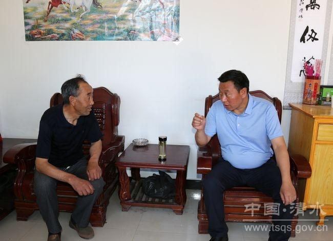首页 新闻中心 天水新闻 清水 >>正文    65岁优秀党员张海青为麻池村