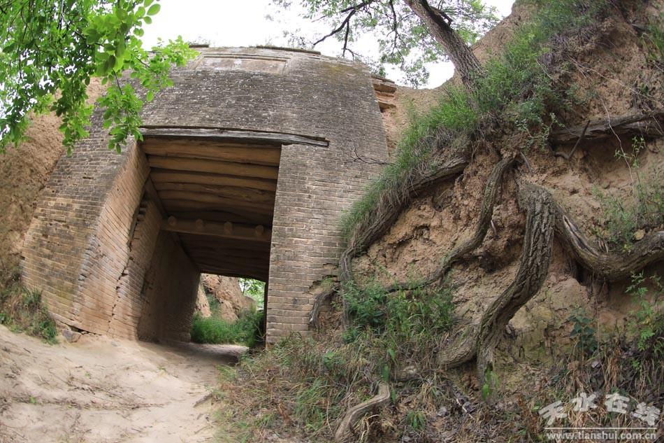 明清时期,古堡由战场变为村落和田地,先后有30多户,200多名村民迁居