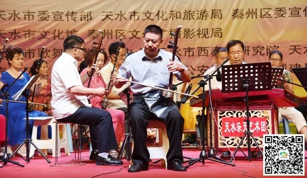 小提琴独奏《新疆之春》,二胡齐奏《赛马》,笛子独奏《秦川抒怀》