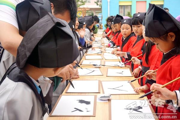 清水:萌娃穿汉服行传统拜师礼感恩教师(图)