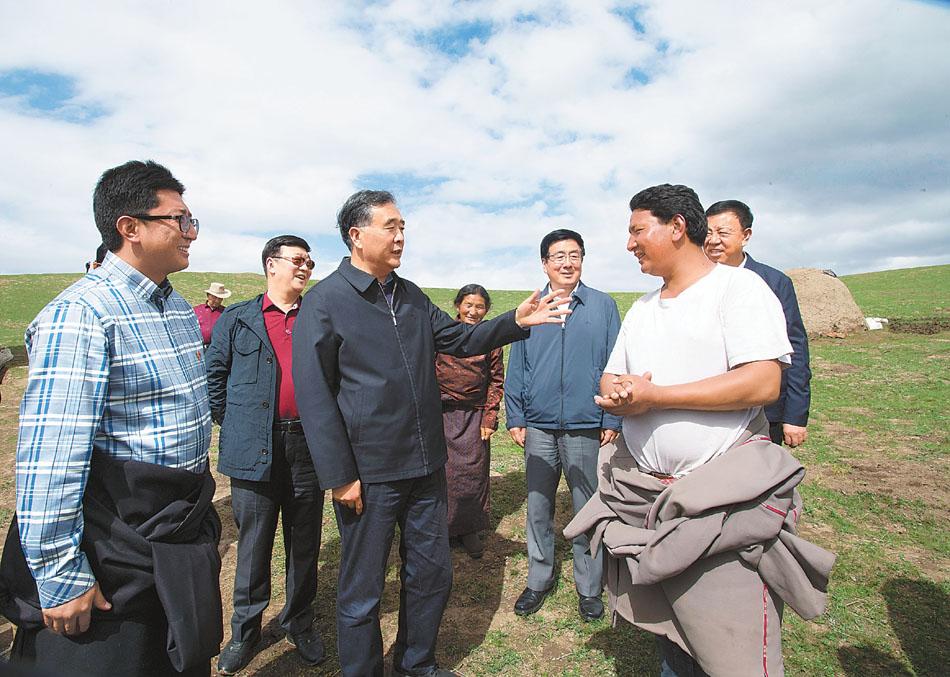 汪洋在甘肃甘南藏族自治州调研