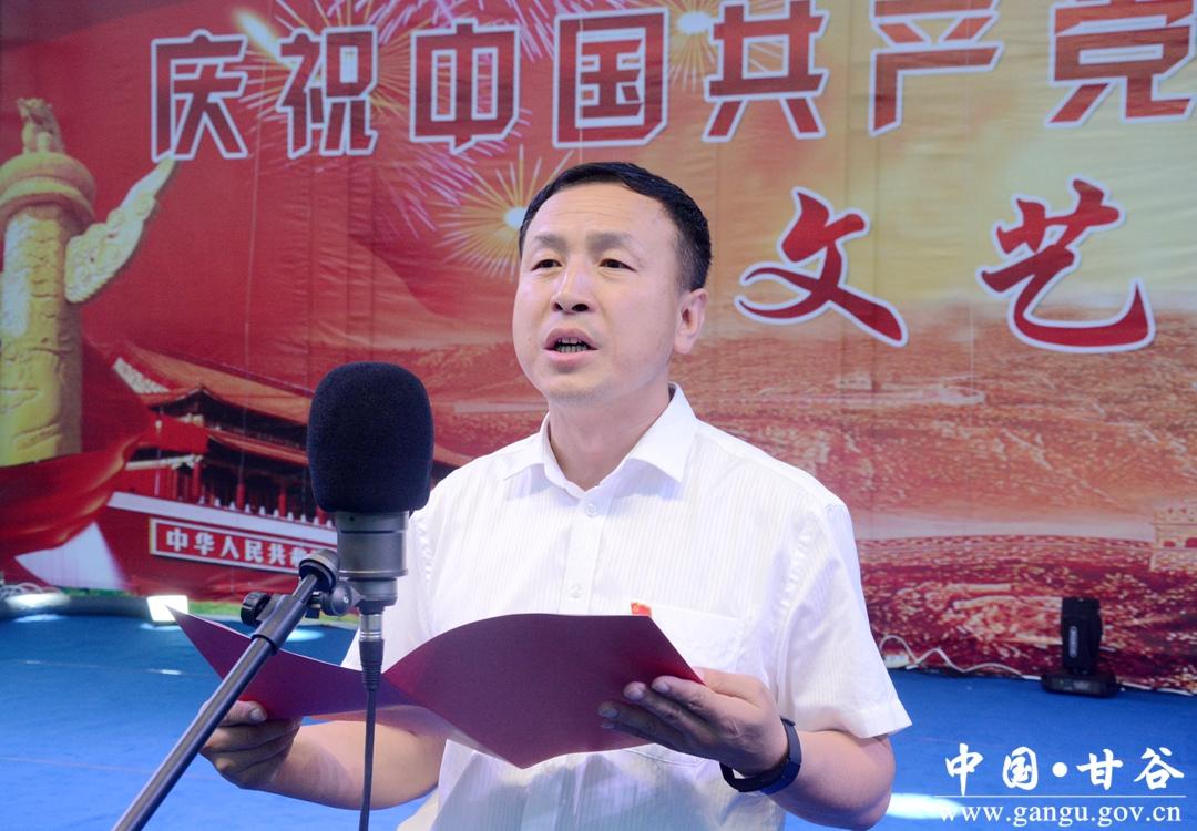 独唱《我爱你中国》《我的中国》《走向复兴》等一首首歌曲歌颂党的辉