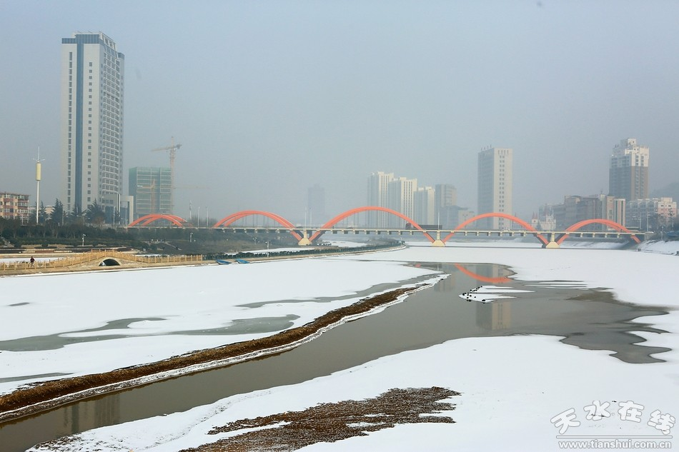 天水在线摄影报道 腊月初五,雪落天水